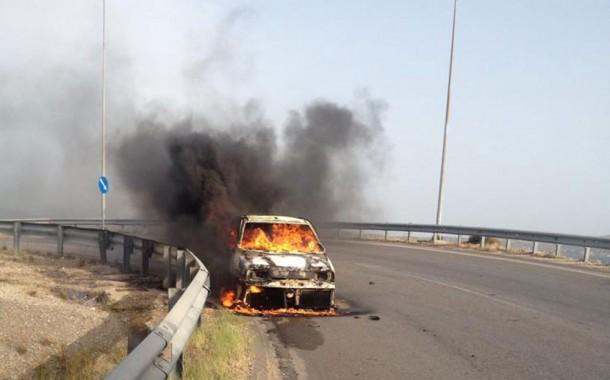 Πυρκαγιά σε αυτοκίνητο στον κόμβο Ν. Περάμου