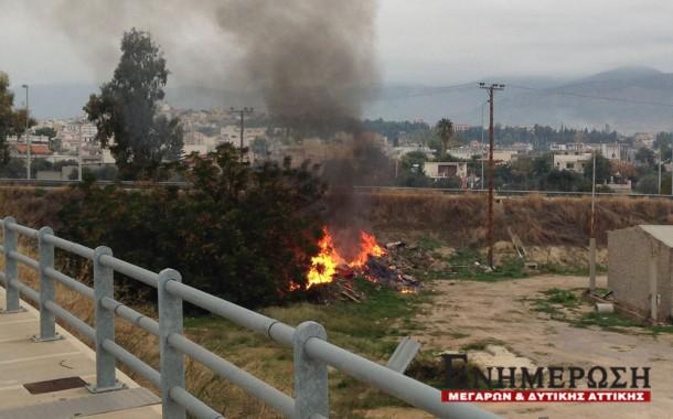 Φωτιά στην είσοδο της πόλης