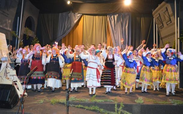 Το δωδεκαήμερο των γιορτών μέσα από την ομορφιά των ελληνικών εθίμων
