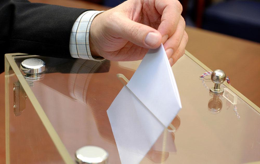 Σε δύο ουρές σε χωριστά εκλογικά τμήματα οι εκλογές του Μαΐου