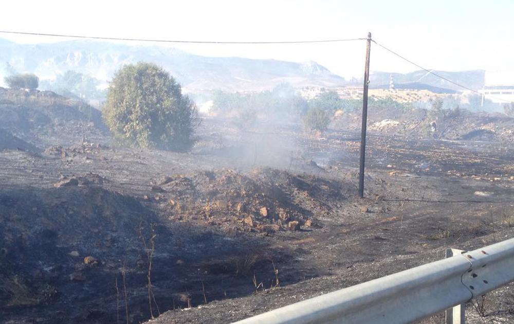 Φωτιά στην ΠΕΟΑΚ στο ύψος του ΚΤΕΟ
