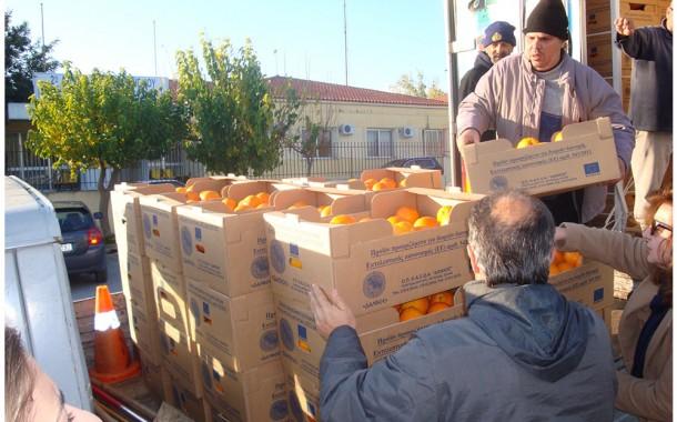 Κοινωνική Υπηρεσία: Διανομή τροφίμων σε άπορους συμπολίτες μας