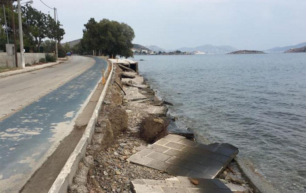 Αρμόδιος ο Δήμος για τα πεζοδρόμια στη Βαρέα λέει το Λιμενικό