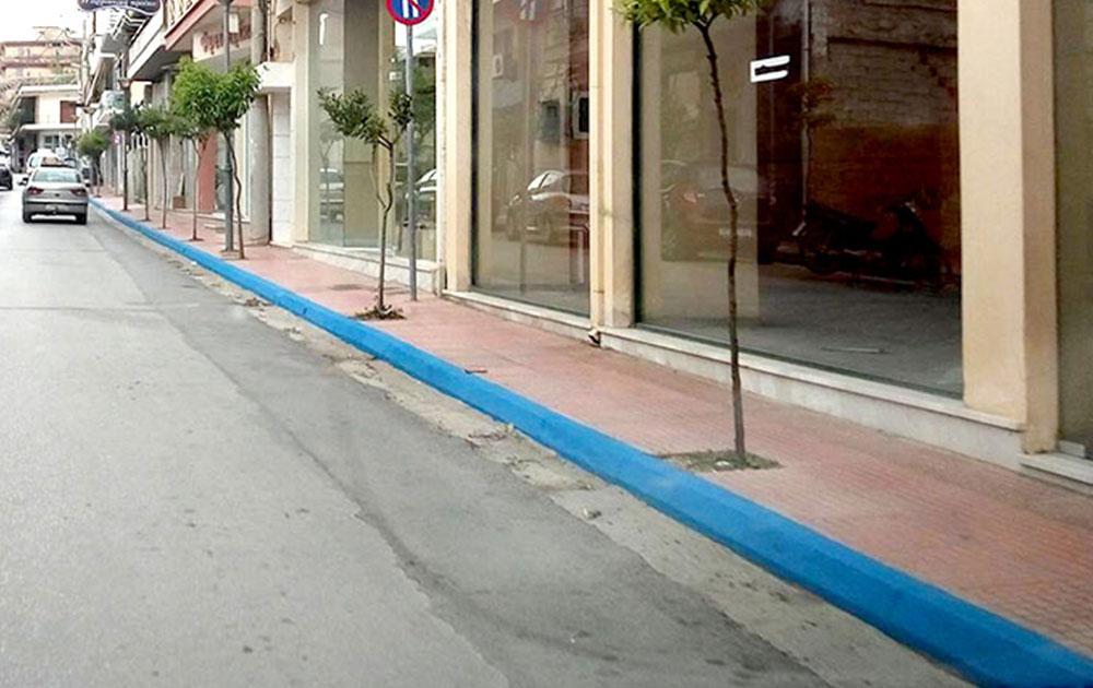 Ωραία τα μπλε πεζοδρόμια