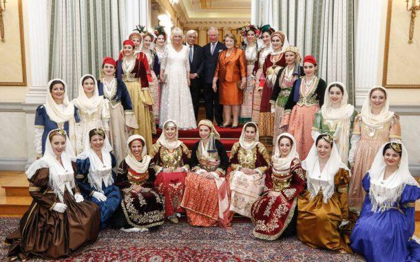 Μεγαρίτισσες με κατηφένια στην υποδοχή του Καρόλου της Αγγλίας