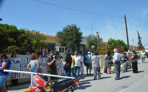 Διαμαρτυρία μελών του ΚΚΕ στο Κέντρο Υγείας