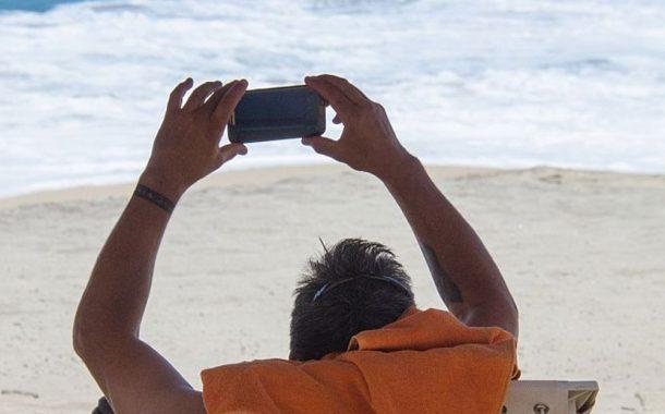 Γιατί η ενασχόληση με τα social media κατά τη διάρκεια των διακοπών βλάπτει;