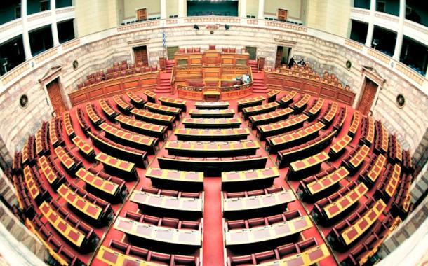 Σύγκρουση στη Βουλή με φόντο εκλογές
