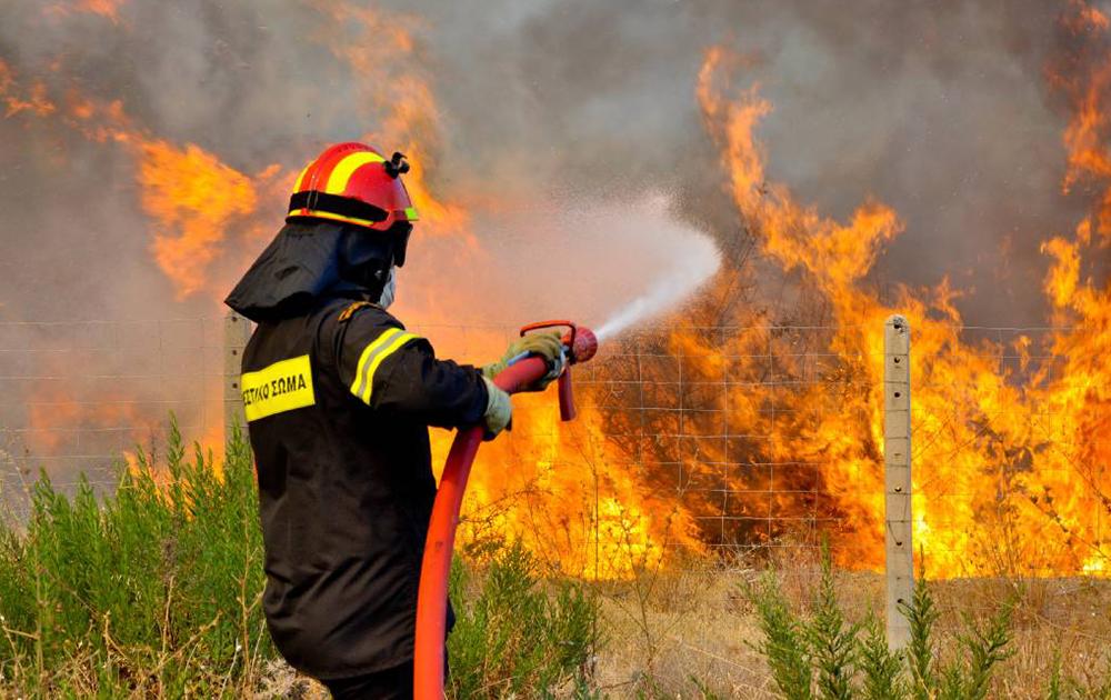 Στα κόκκινα ο κίνδυνος πυρκαγιάς σε όλη την Αττική