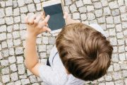 Από 4 ετών και χωρίς επίβλεψη στα social media τα παιδιά στην Ελλάδα