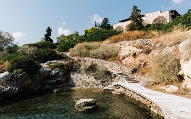Η εξοχική κατοικία Ευταξία στον Λουτρόπυργο: το πρώτο αρχιτεκτονικό έργο του Άρη Κωνσταντινίδη