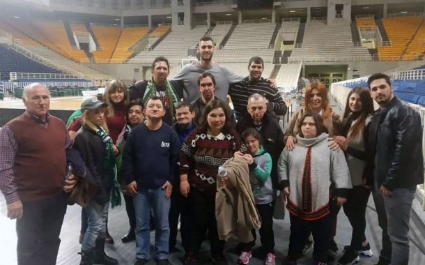 Τα παιδιά του συλλόγου ΑΜΕΑ Μεγάρων παρακολούθησαν τον Γιώργο Παπαγιάννη
