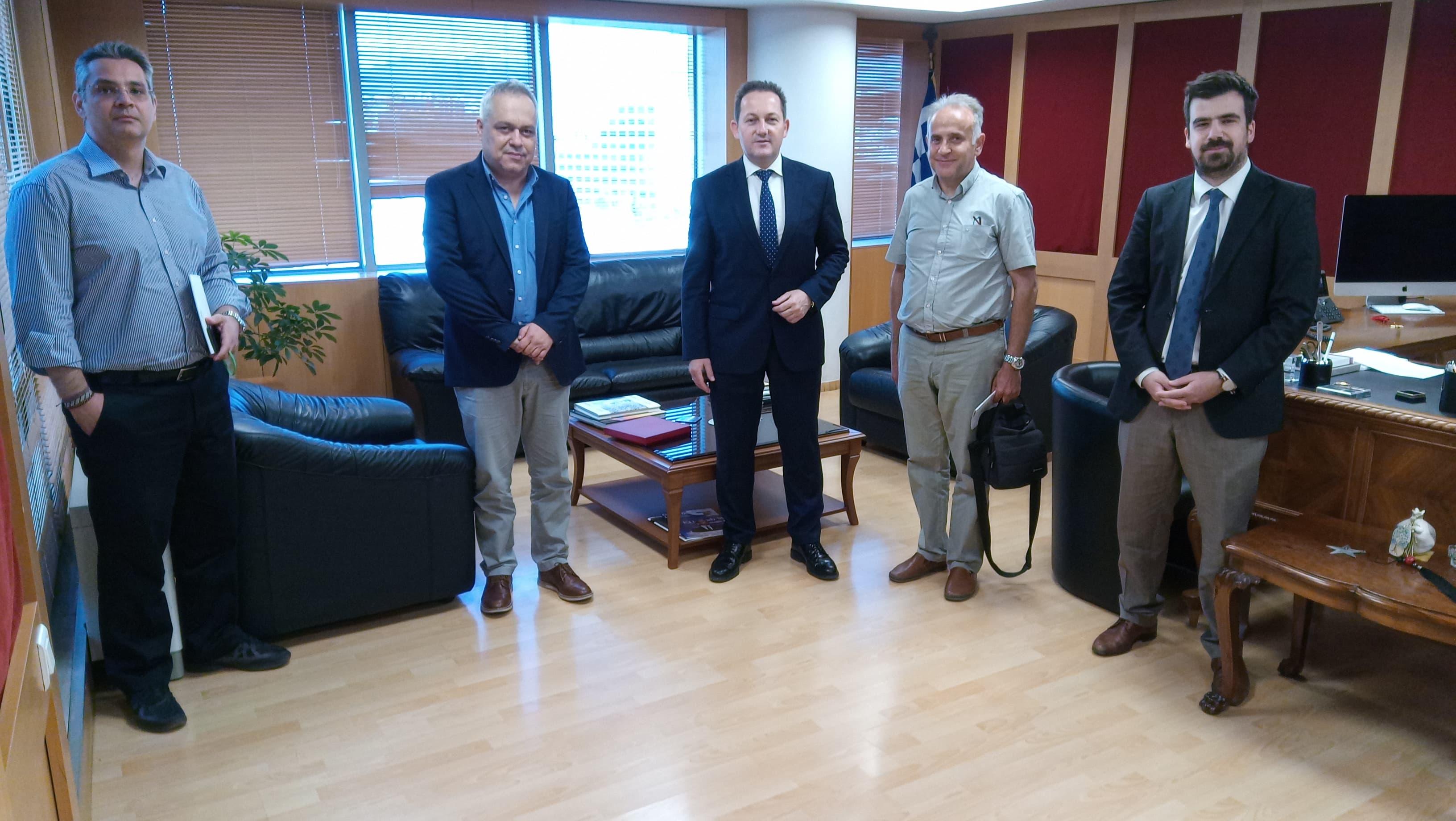 Συνάντηση εκπροσώπων της Ε.Ι.Ε.Τ με τον κυβερνητικό εκπρόσωπο Στέλιο Πέτσα